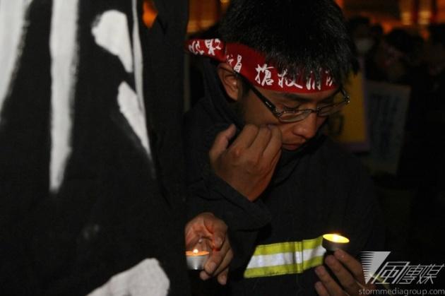 1409585600070-20140901-消防員凱道遊行公祭-葉信菉攝 09-01-2014